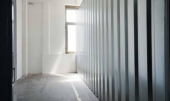 Innenansicht Kleiner Lagerbox In Düsseldorf